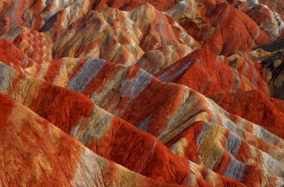 Цветные горы Китая